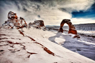 Deadly Dangerous Delicate Arch by geolio