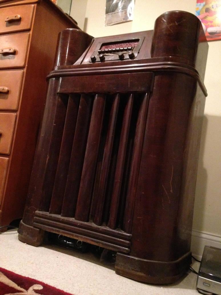 1942 Philco Stand Up Radio By Mattlblues