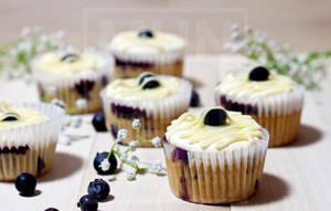 Lemon Cream Blueberry Cupcake 1 by munchinees