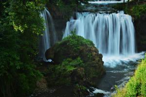 Waterfall by LillianEvill