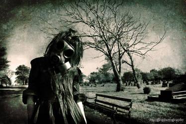 Gasmask Girl by stargirlphotography