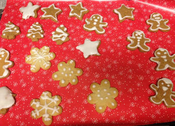 CD 2012- Day 7- Iced Christmas Cookies by minimerc