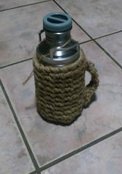 Knotted upcycled thermos by GifHaas