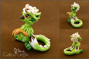Lily, the green griffiness - polymer clay by CalicoGriffin