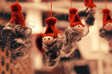 Mini Santas by chibiaya