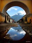 Arch in Antigua Guatemala by juan-arita