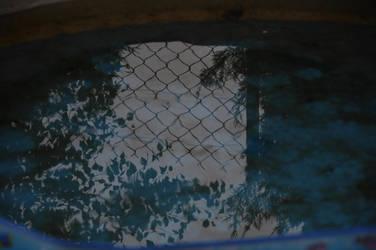 The Pool by Kurai-no-Manazashi