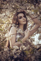 In Bloom by Alice ~MightyRaccoon~ Spiegel by LetzteSchatten-stock