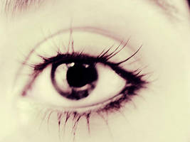 eye2 by ZeBiii