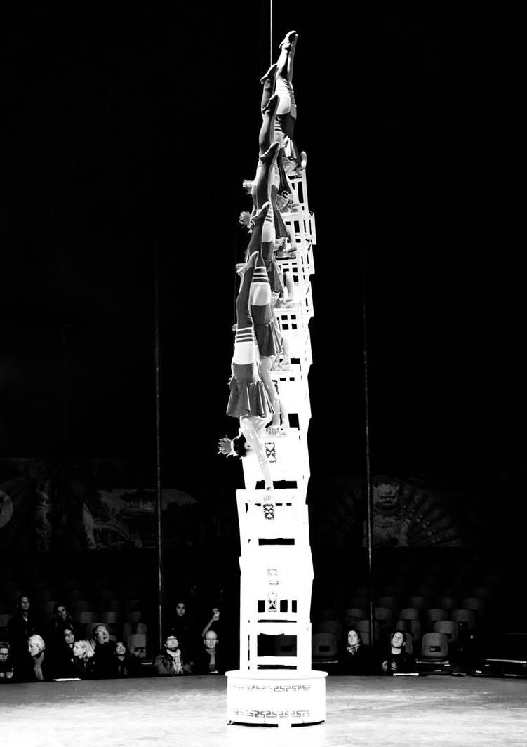 the human tower by ZeBiii