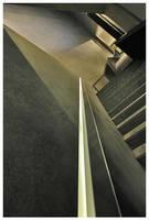 dans l'escalier. by angelcurls