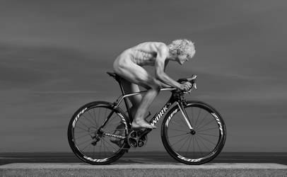 Cyclist at sea by Ewoud57