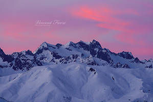 Pink in the sky... by vincentfavre