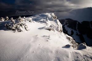 Light on the ridge... by vincentfavre
