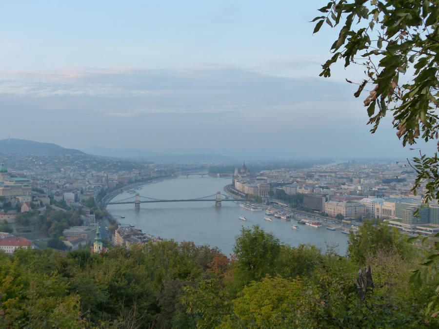 Chain bridge and city II by setanta5