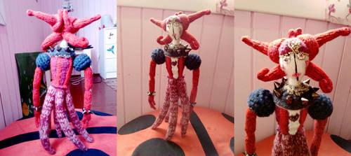 Red Queen amigurumi by BloodyNyan