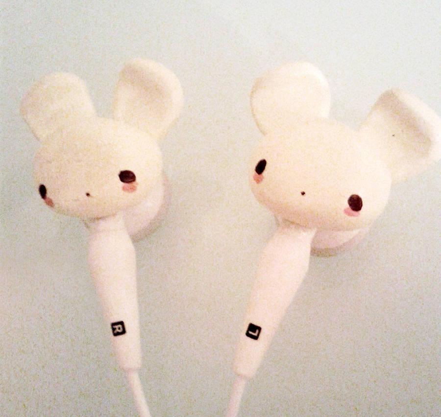 Bunny Earphones by MochiMix