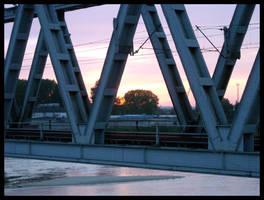 Sunset through bridge by zdzichu