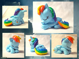 Napping Rainbow Dash Sculpture by CadmiumCrab