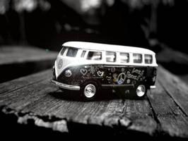 The Hippie buss returns by charta