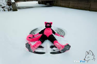 Pink Angel (In the snow) by FotoFurNL
