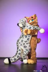 Hugs! by FotoFurNL