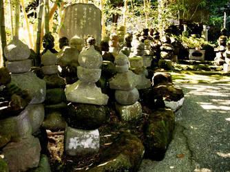 Tiny statues by AkaneKimiko