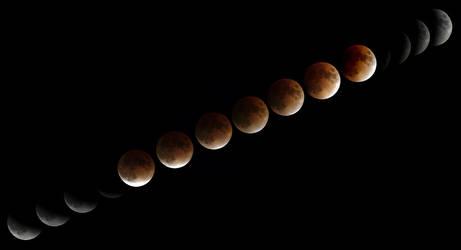 Lunar eclipse IV by frenchbear