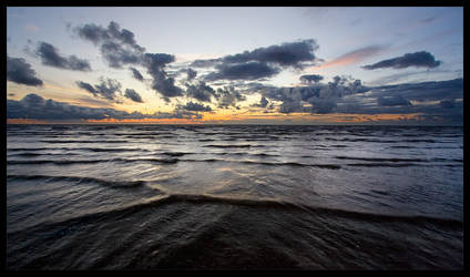 Waves At Fleetwood by allanibanez