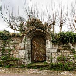 Locronan Door by YodMemHal