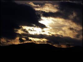 Czarne chmury nad Trojgarbem. by oktis