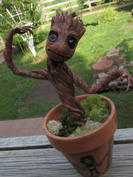 baby groot by xtheungodx