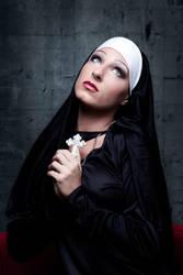 Nonne by Nightshadow-PhotoArt