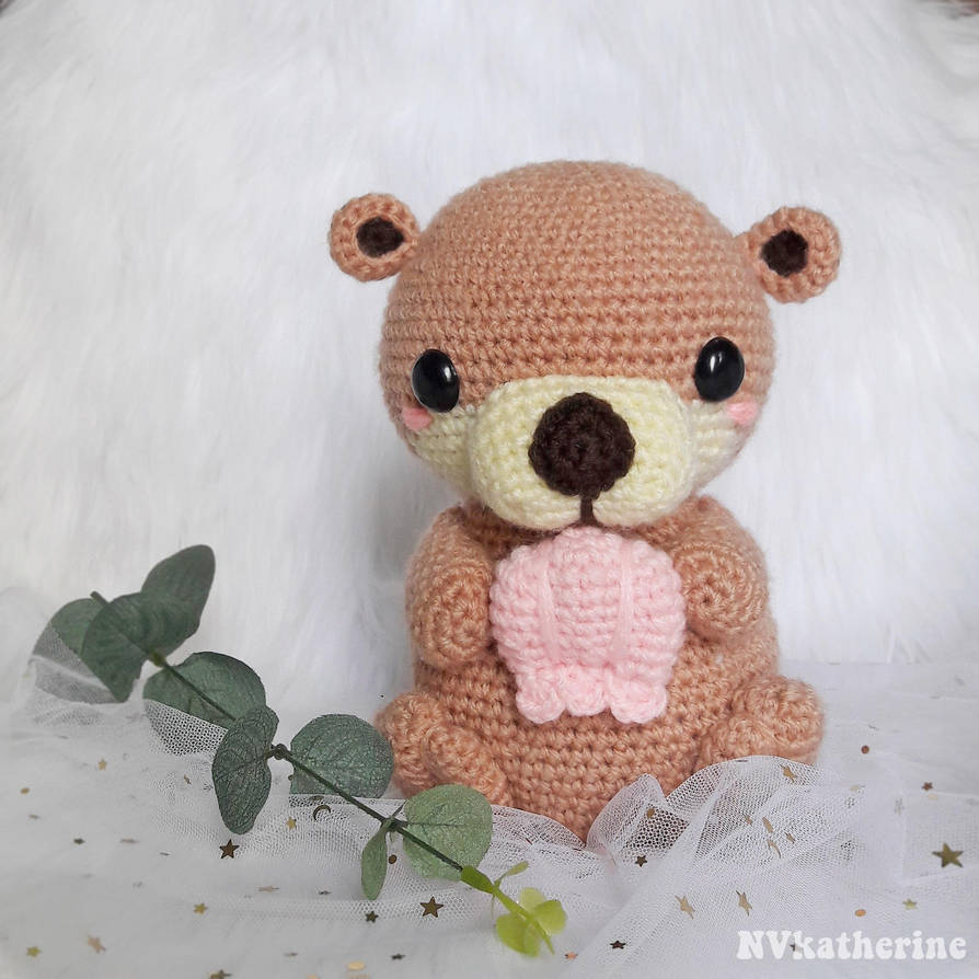 Ollie the Otter amigurumi by NVkatherine
