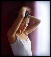 Anne-Lise se coiffant by Renoux