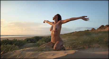 F. (nu a la plage 2) by Renoux