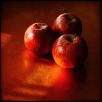 Trois pommes by Renoux