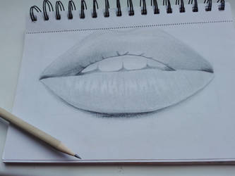 Lips black and white by LeahL96