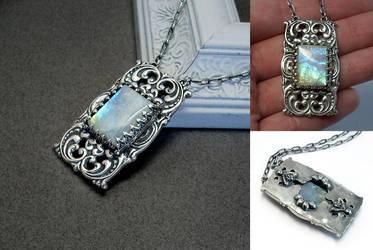 Rainbow Moonstone Necklace by Gweyeni