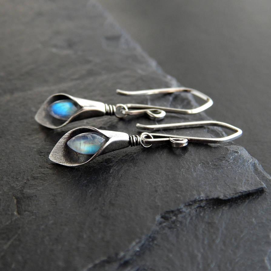 Calla Lily Earrings by Gweyeni