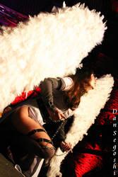 Illuminated Angel by dannsegoshi