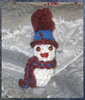 Tiny Crocheted Snowman by NekoMarik