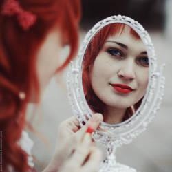 Mirror Mirror by MariannaInsomnia