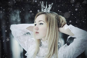 The Ice Queen by MariannaInsomnia