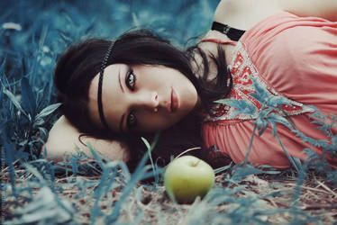 Eve by MariannaInsomnia
