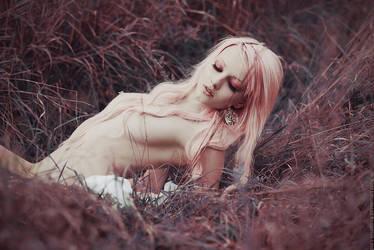 Nude by MariannaInsomnia