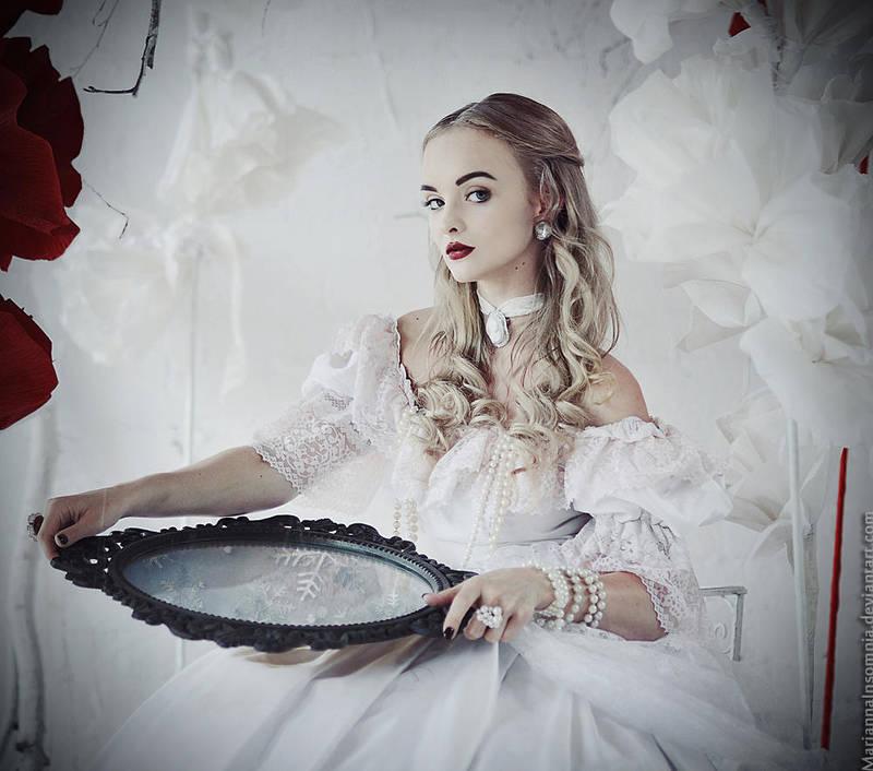 Alice in Wonderland: The White Queen by MariannaInsomnia