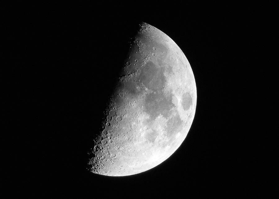 Half Moon by TommyGK