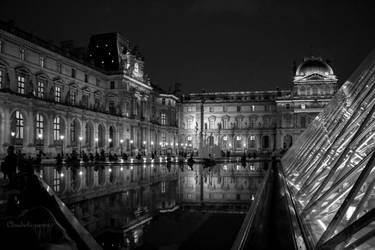 Le Louvre by Night - Black and White by Cloudwhisperer67