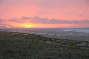 Sunset in Kijkduin by Vithsiny